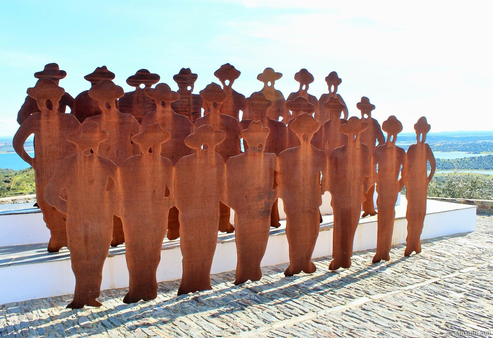 памятник алентежским певцам, Монсараж, Алентежу, Португалия, Cante Alentejano, Monsaraz, photo Stasmir, фото Стасмир