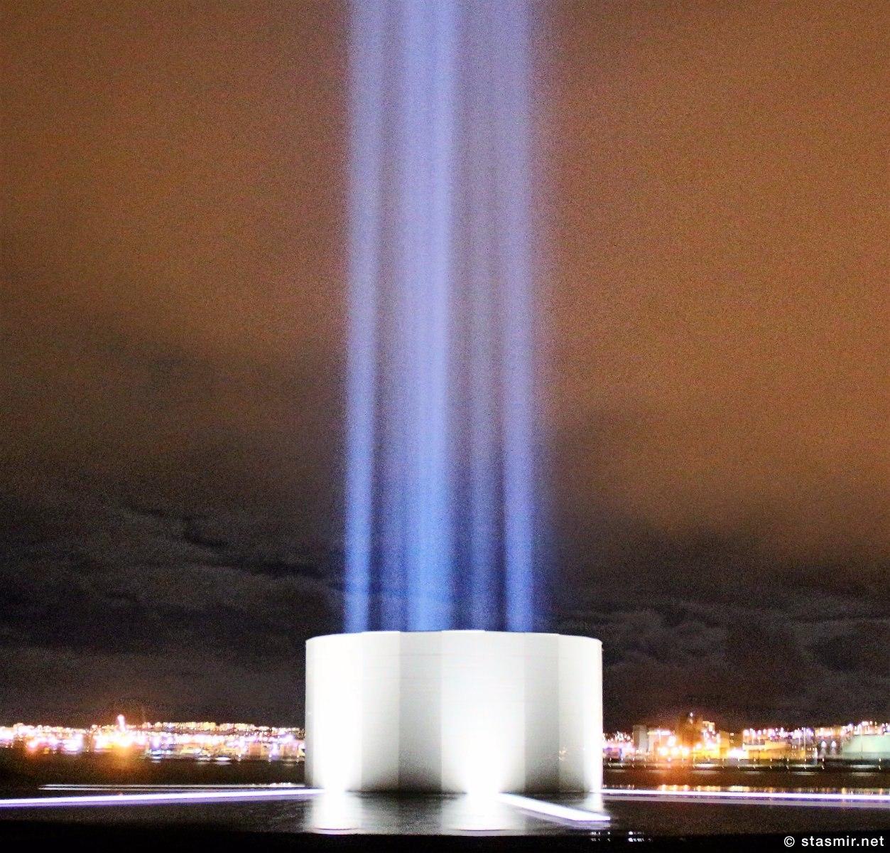свет башни Imagine Peace Tower на острове Viðey рядом в Рекьявиком, Фото Стасмир, photo Stasmir