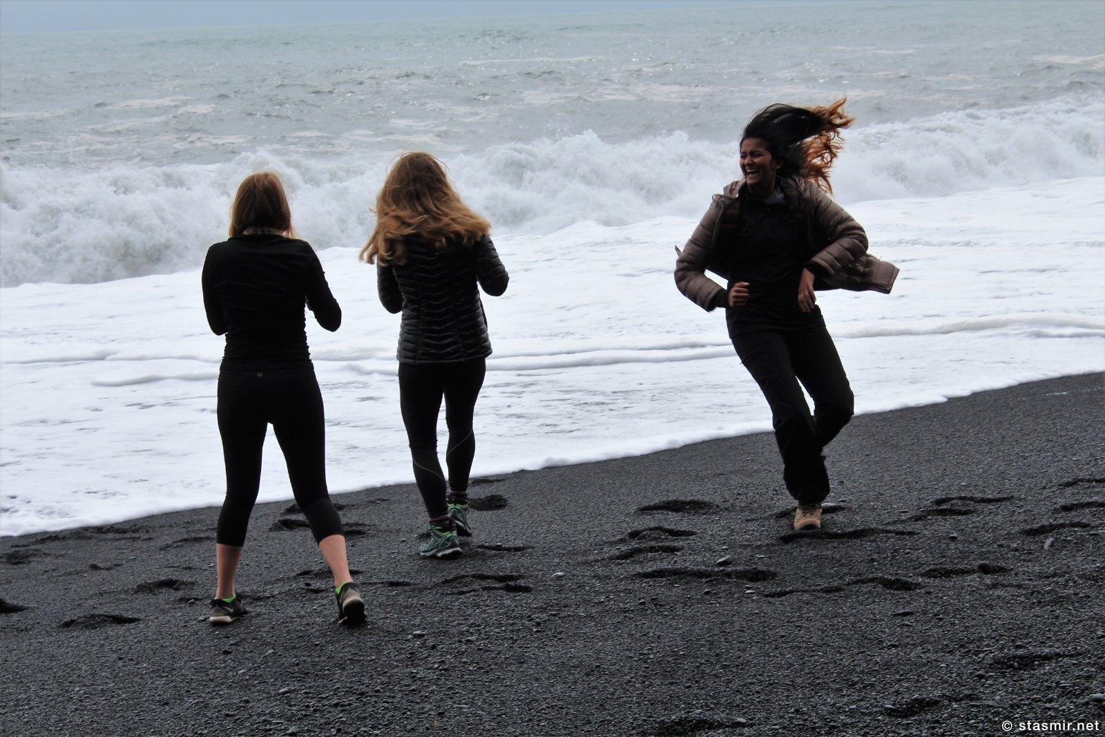 Reynisfjára - черный пляж, на котором дикий ветер, фото Стасмир, photo Stasmir