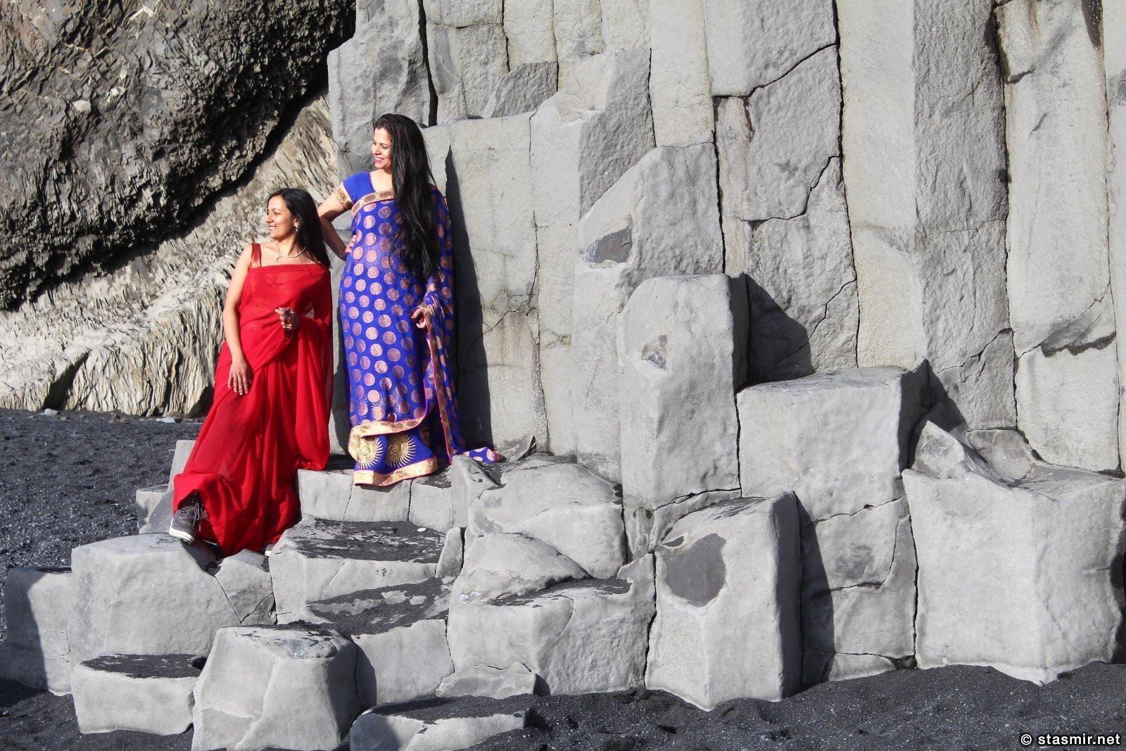 Сари часто можно увидеть на Рейнисфйауре - как и другую этническую одежду, фото Стасмир, photo Stasmir