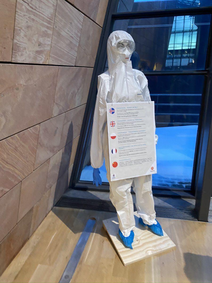КОВИД: Предупреждение в аэропорту Кеблавик, фото Стасмир, Photo Stasmir