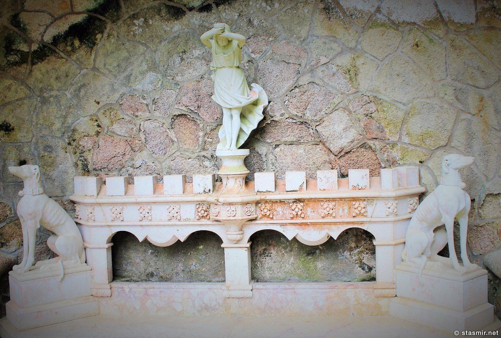 Кинта да Регалейра, Quinta da Regaleira, масонское имение Регалейра, нумерология воплощена в камне, изотерика в Португалии, скамейка с кабалистическими символами, фото Стасмир, имение Карвалью Монтейру, Photo Stasmir