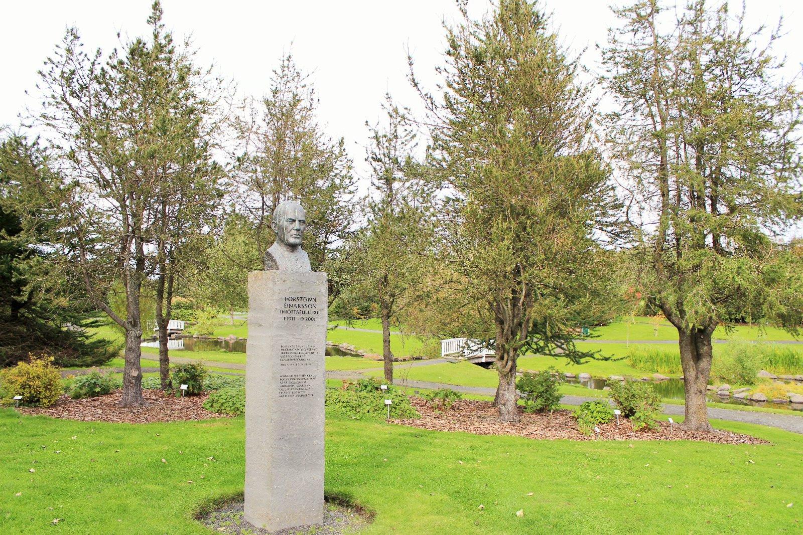 Торстейнн Эйнарссон, Памятник человеку, который каждый день кормил здесь птиц. Рейкьявик, Photo Stasmir
