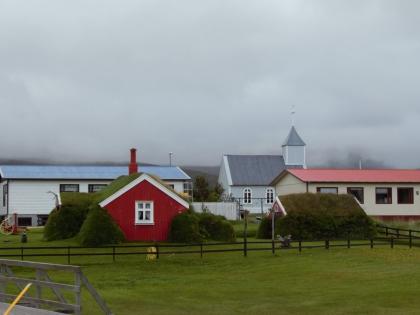 Lindarbakki - исландские землянки в городке Bakkagerði, Borgarfjörður Eystri, Photo Stasmir, фото Стасмир