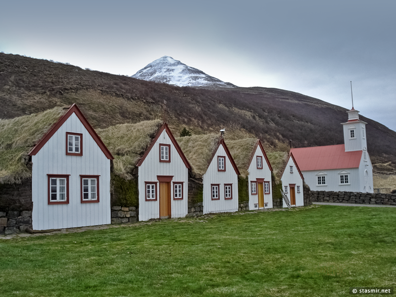 Музей исландских землянок под открытым небом Лёйваус (Laufás) в районе Эйафьёрдюра на севере страны