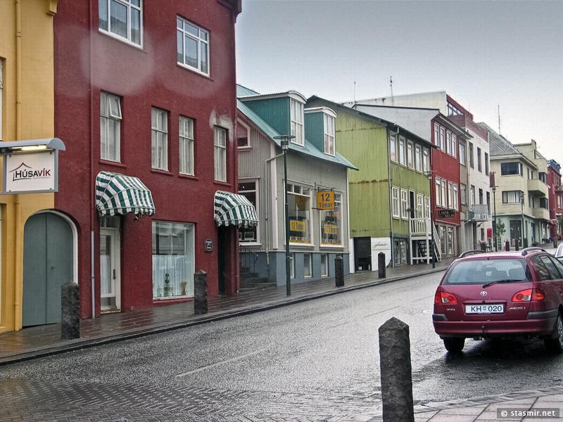 Скоуловордюстигюр (Skólavörðustígur) — одно из лучших мест для покупки ювелирных и других изделий народных (и антинародных) промыслов.