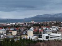 Панорама Рейкьявика с обозревательной площадки «Perlan» на вершине холма Öskuhlíð