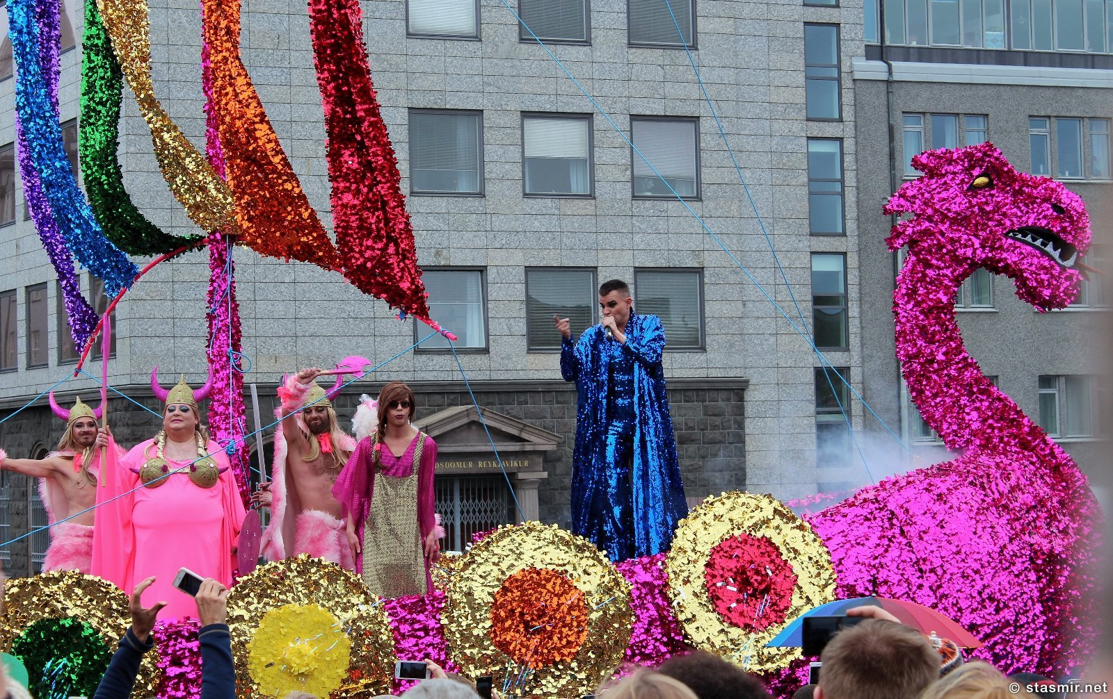 Гей-прайд 2015, Рейкьявик, ладья, викинг, конунг, равноправие, поп-музыка в Исландии, Рейкьявик, Пауль Оскар, викинги нетрадиционной ориентации, исландская попса, Photo Stasmir