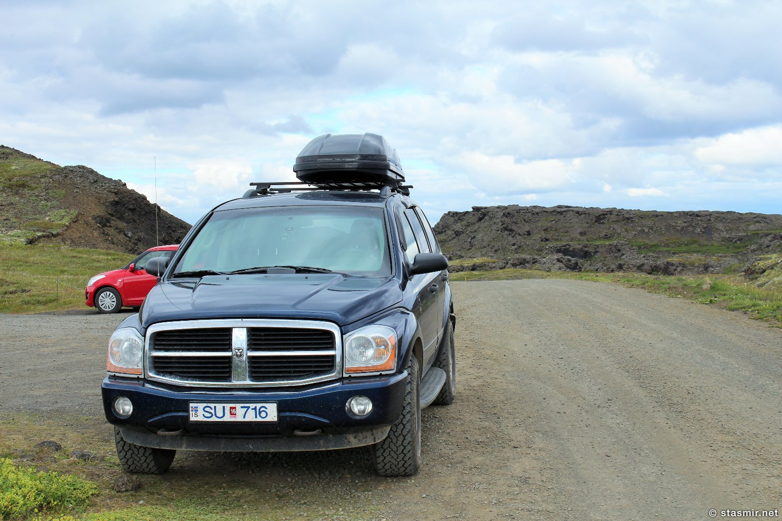 Джип Dodge Durango SU-716 где-то в полях исландской лавы, фото Стасмир, Photo Stasmir