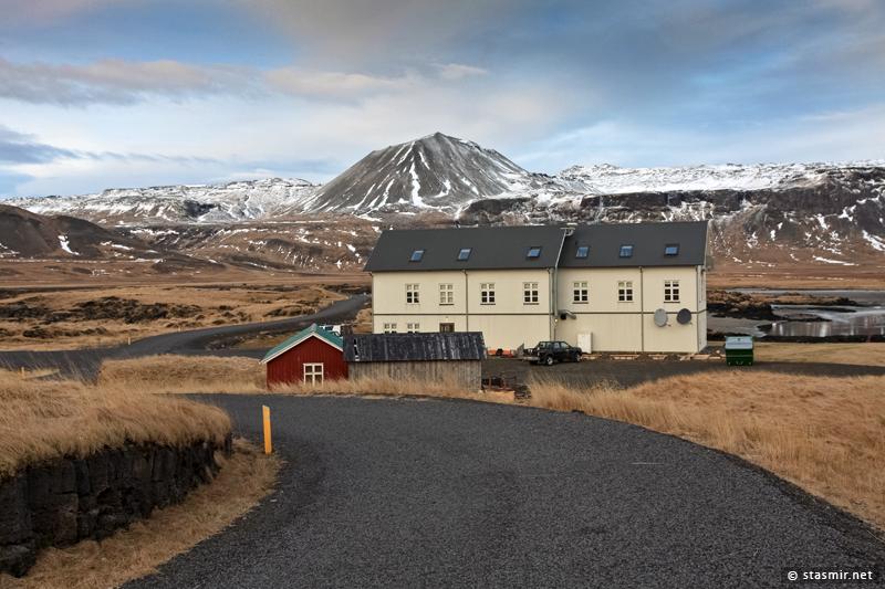 Отель «Búðir» (Hotel Budir) – один из самых роскошных и медитативных в Исландии. Не обманывайтесь внешней простотой здания.