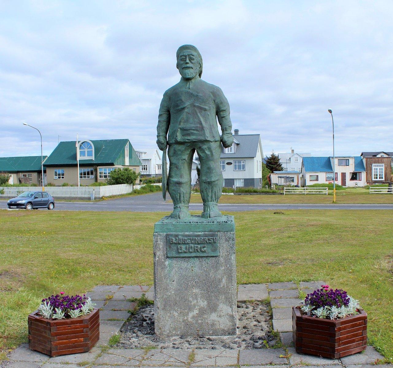 Памятник рыбаку в Эйрабакки, Исландия, фото Стасмир, photo Stasmir