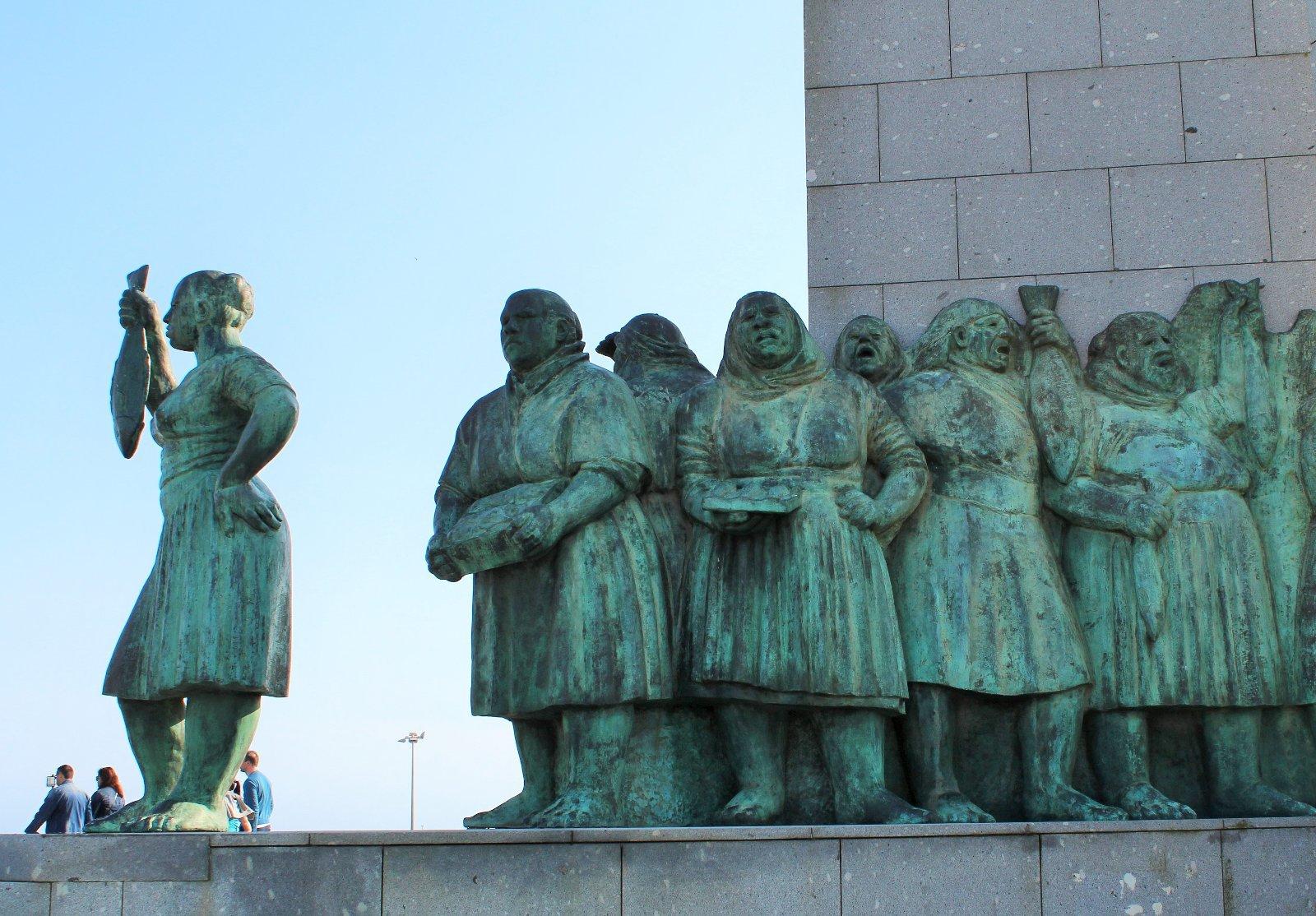 Памятник торговкам рыбы в Повуа-ди-Варзин, фото Стасмир, photo Stasmir