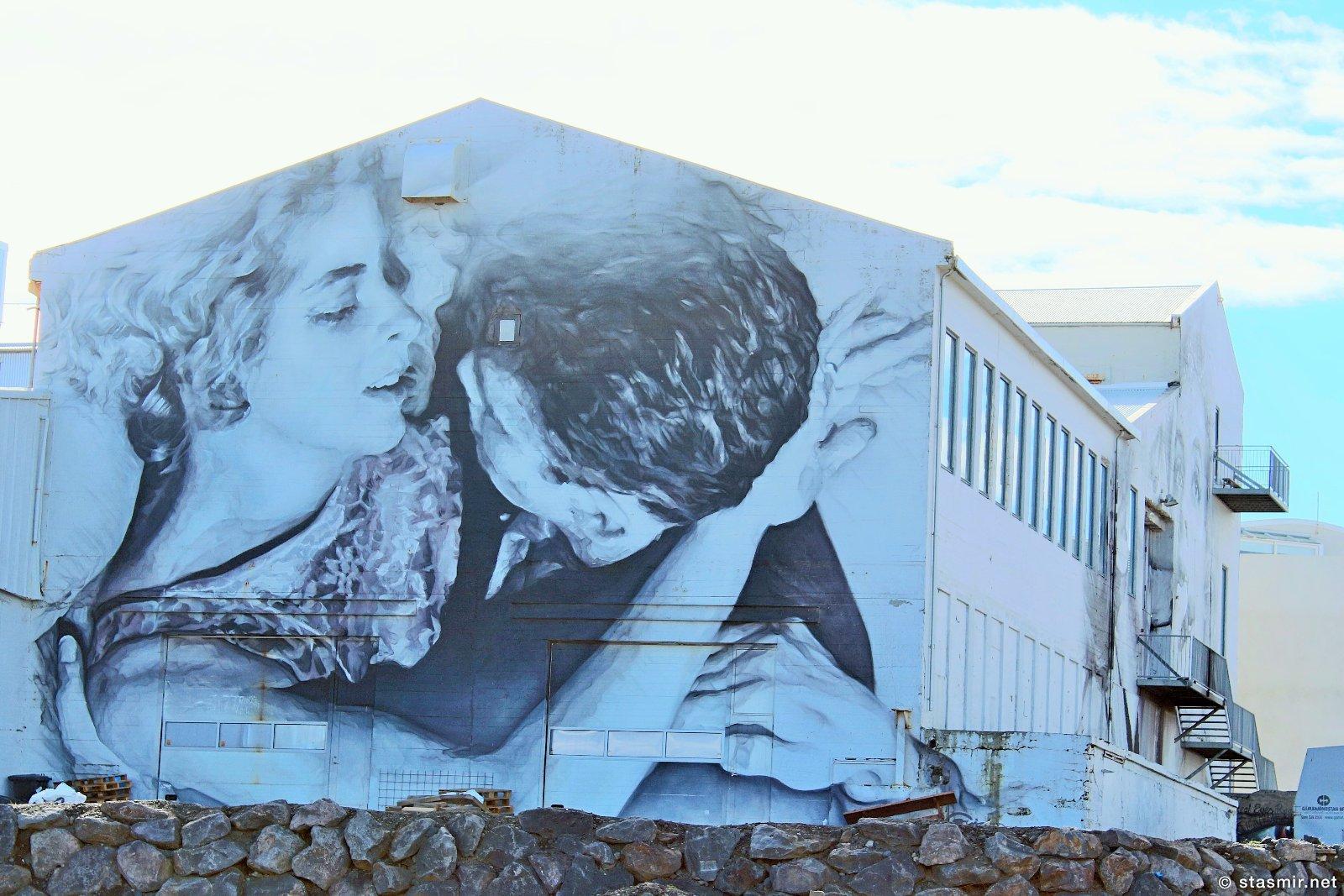 поцелуй на здании в Рейкьявике, уличное искусство в Исландии, фото Стасмир, photo Stasmir, Icelandic street art