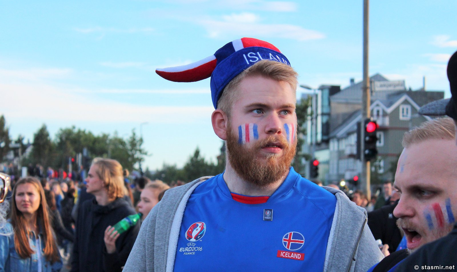 исландские болельщики после матча с Францией в Рейкьявике, Исландия, фото Стасмир, photo Stasmir