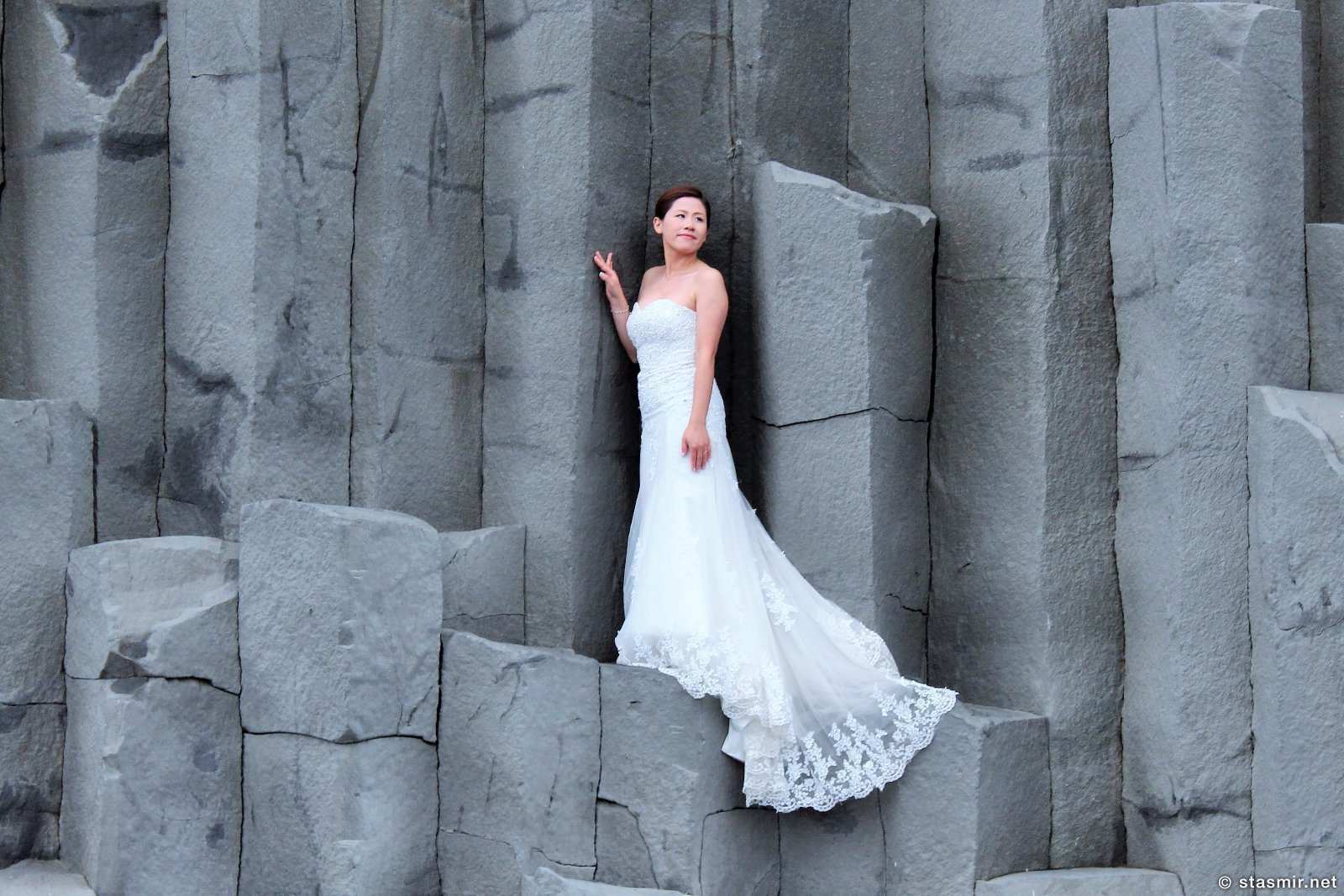 Китайская невеста на побережье Рейнисфьяр рядом с Виком в Южной Исландии, базальтовые колонны на черном пляже, фото Стасмир, Photo Stasmir