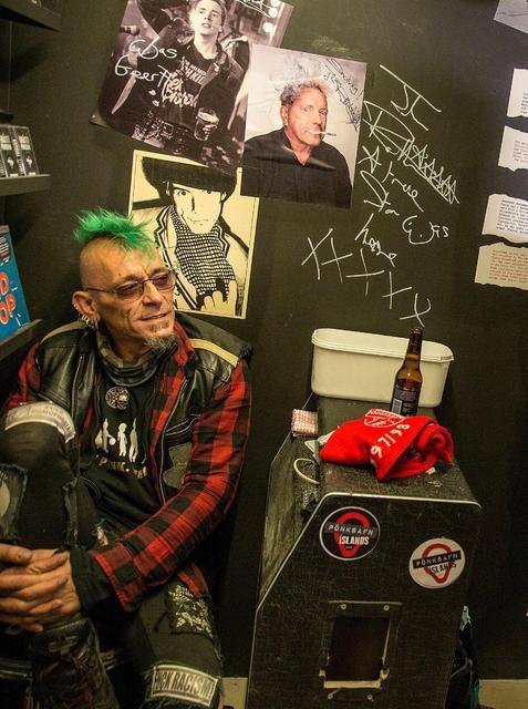 Svarti Álfur Mánason, знаменитый исландский панк, музей исландского панка в Рейкьявике