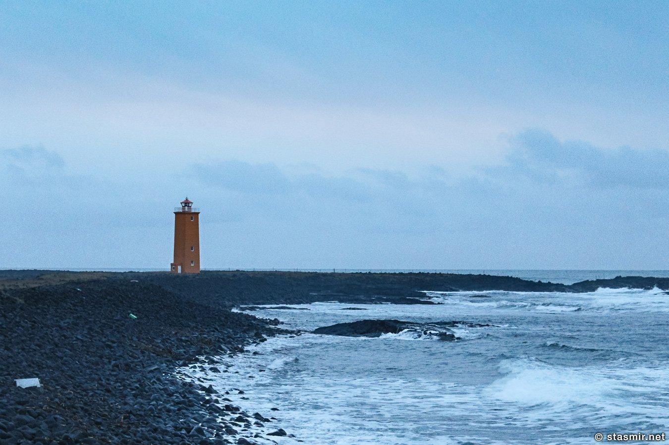 прибой и маяк на Selvogar, Южная Исландия, фото Стасмир, photo Stasmir