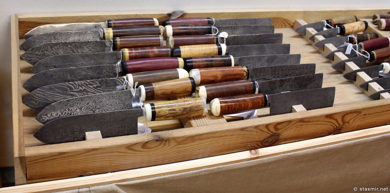 ножи в галерее ножей Паутля Кристйаунссона в Мосфельсбаере, фото Стасмир, photo Stasmir