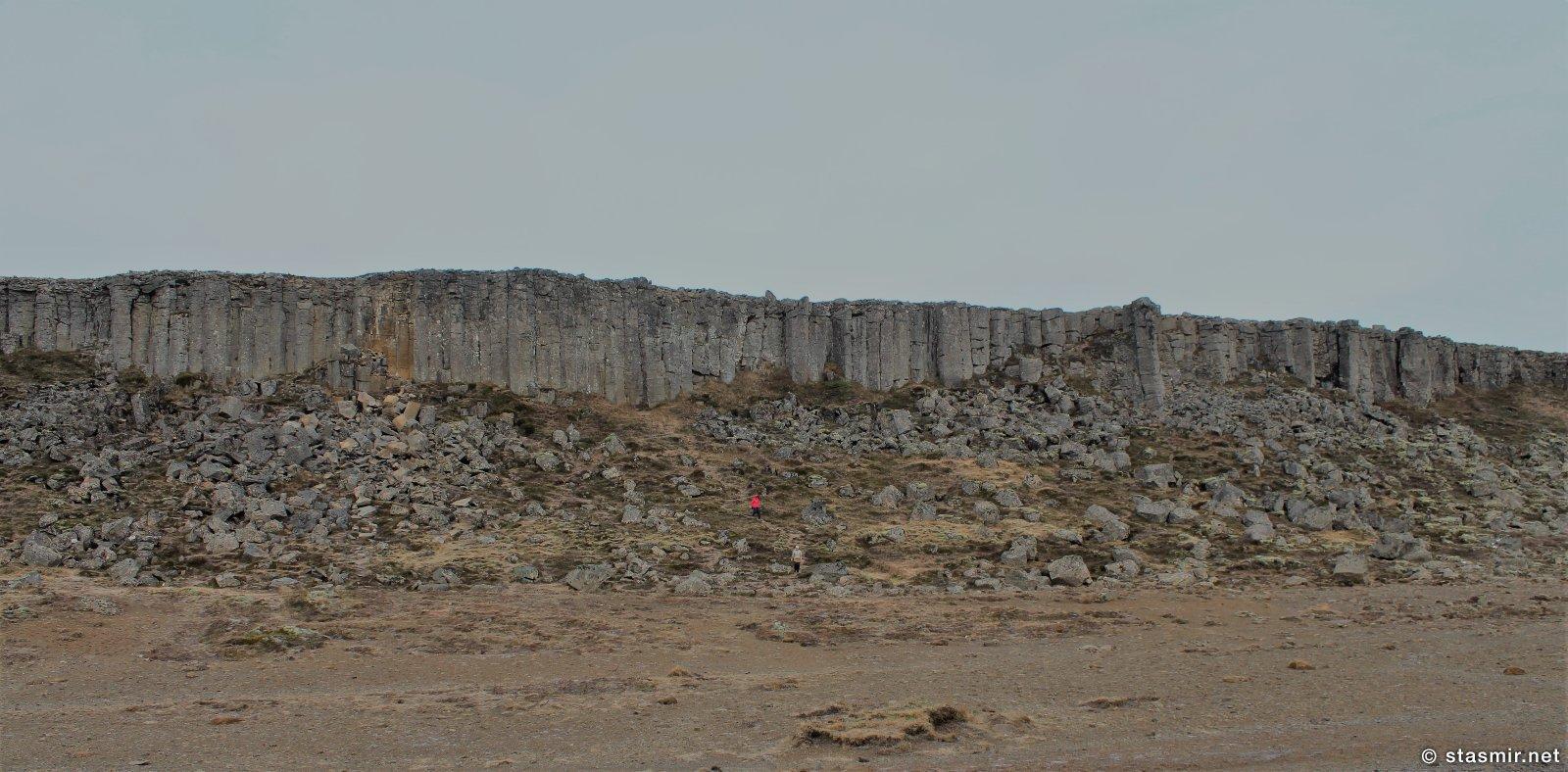 базальтовая стена Gerðuberg по пути на полуостров Снайфедльснес, фото Стасмир, photo Stasmir