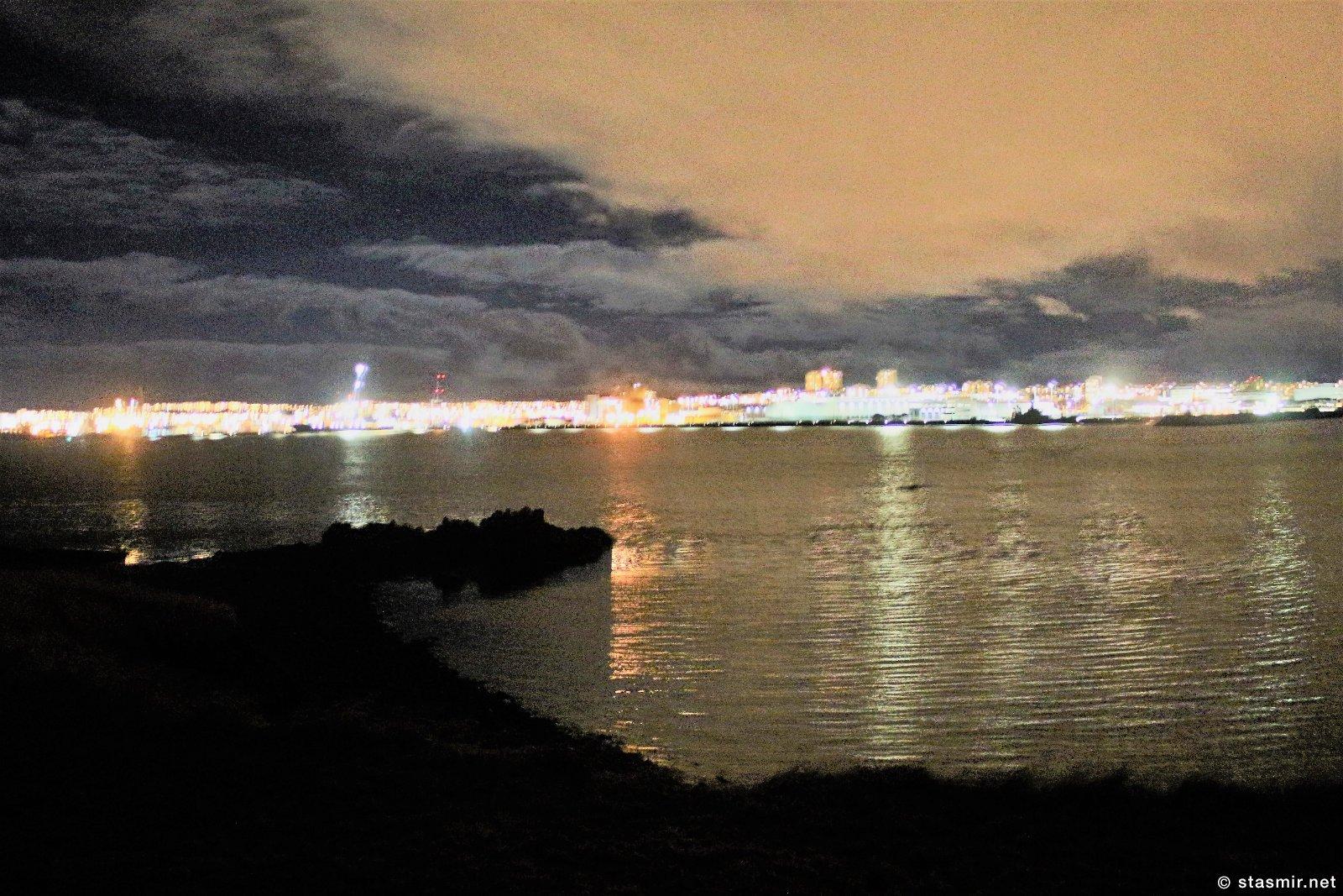 Вид на Рейкьявик с башни мира Imagine Peace Tower на острове Viðey рядом в Рекьявиком, Фото Стасмир, photo Stasmir