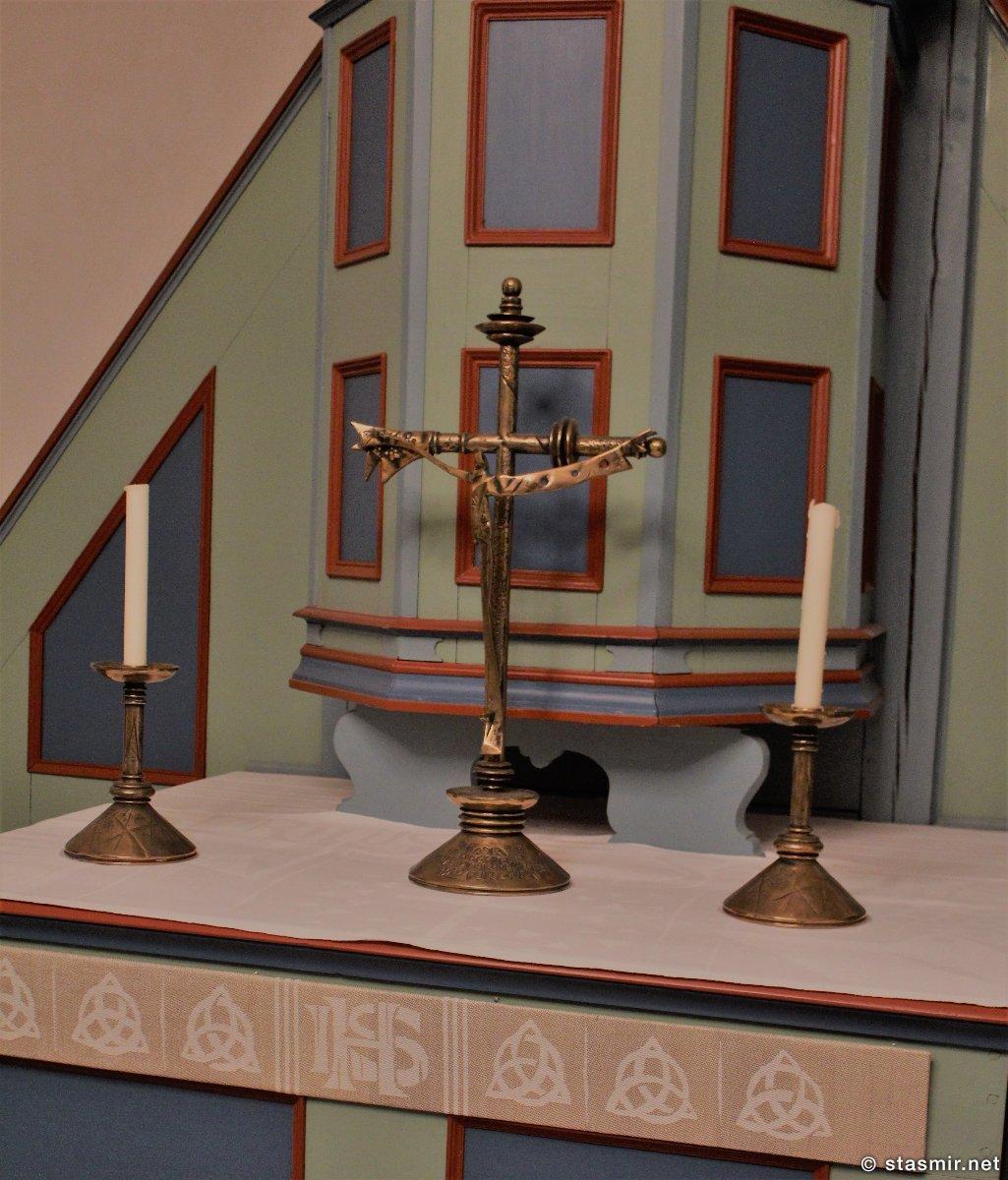 кельтский знак тринкета внутри церкви Видейаркирха, Viðeyjarkirkja, рядом с башней Imagine Peace Tower на острове Viðey рядом в Рекьявиком, Фото Стасмир, photo Stasmir