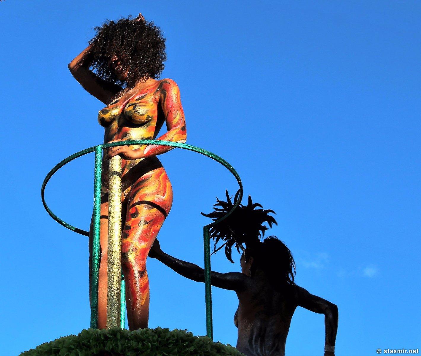 Тема сисек хорошо раскрыта на карнавале в Луле, Алгарве, Португалия, фото Стасмир, photo Stasmir