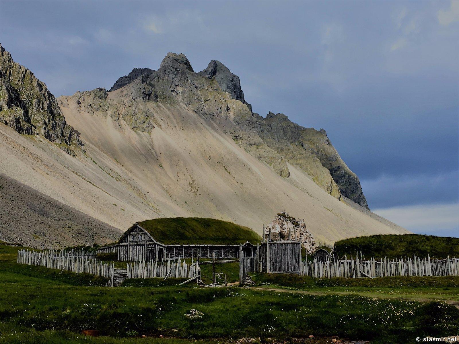 голливудская деревня викингов в Исландии, фото Стасмир, photo Stasmir, площадка съемки фильма про викингов в Исландии, декорации деревни викингов в Исландии
