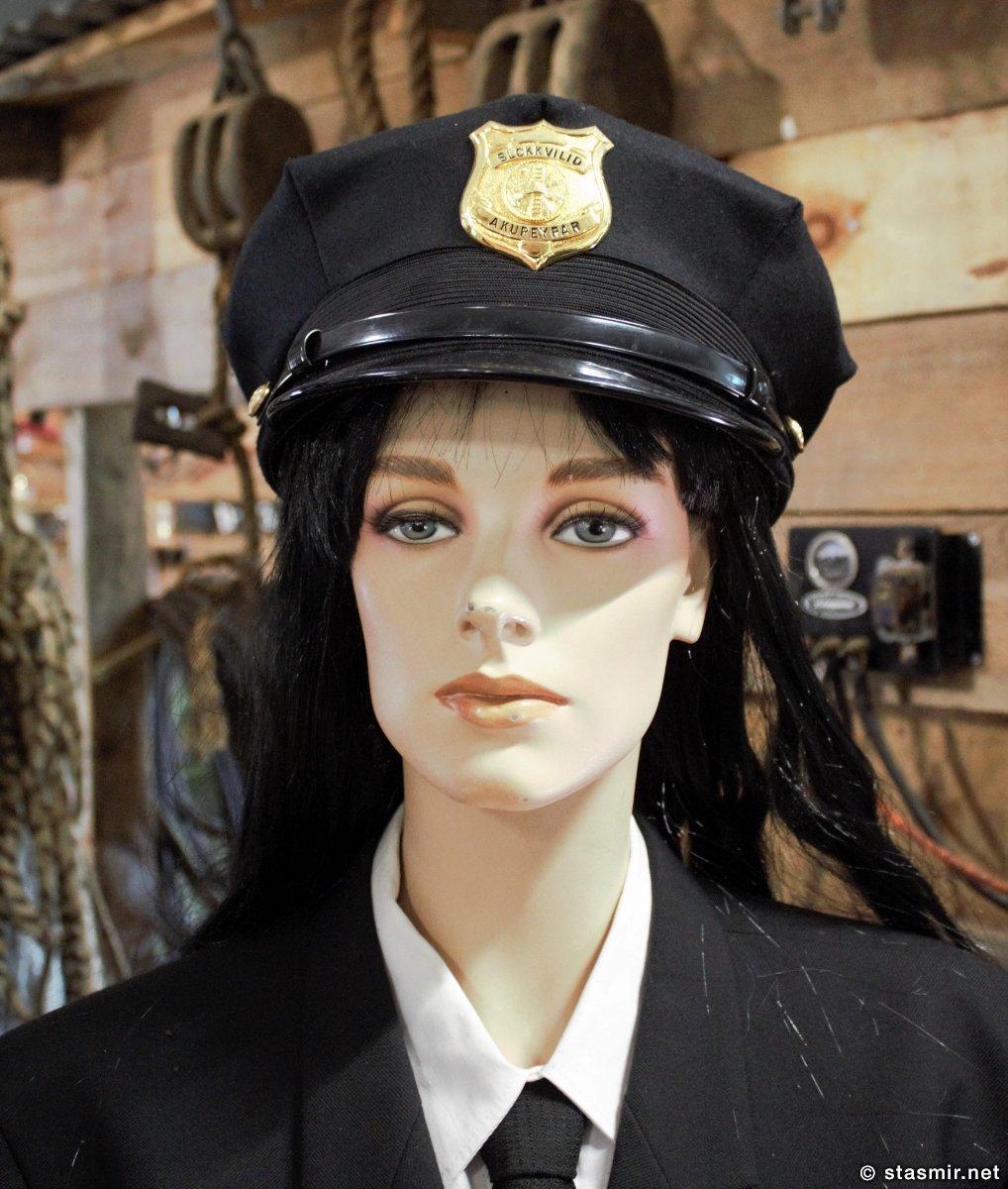 маникен в форме полиции, музей машин Ystafell рядом с Акюрейри, фото Стасмир, photo Stasmir