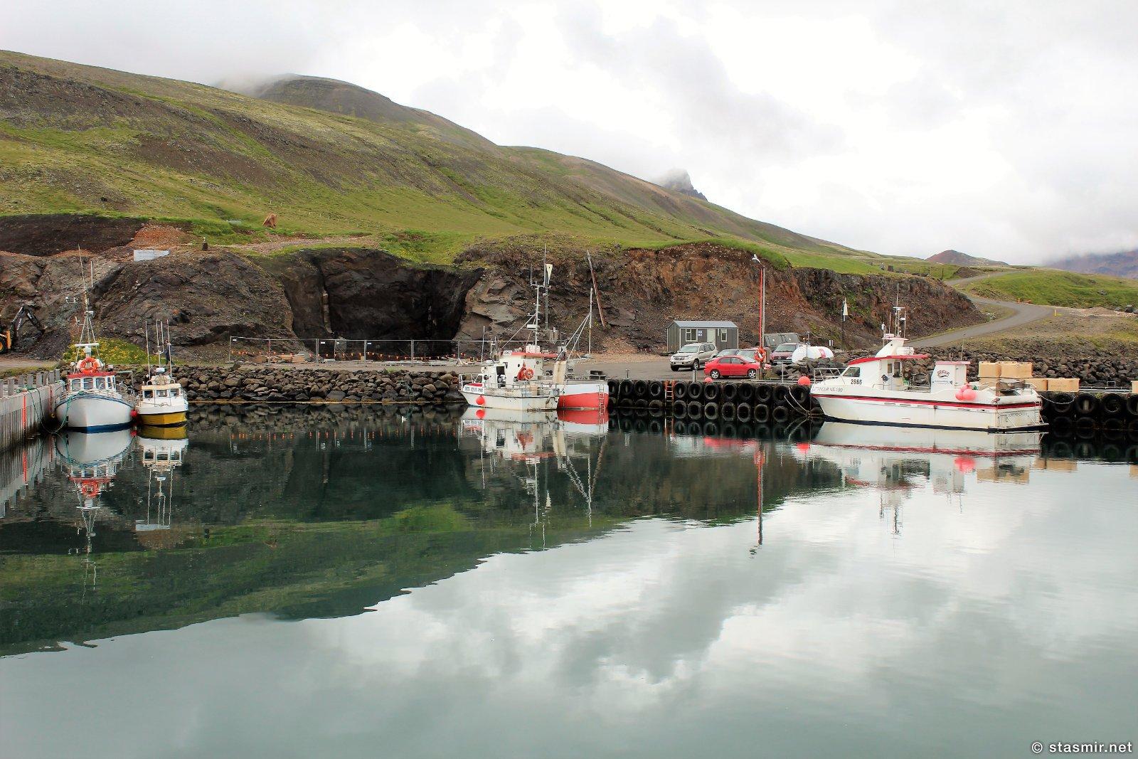Borgarfjarðarhöfn, гавань расположена в нескольких километрах от города, фото Стасмир, Photo Stasmir