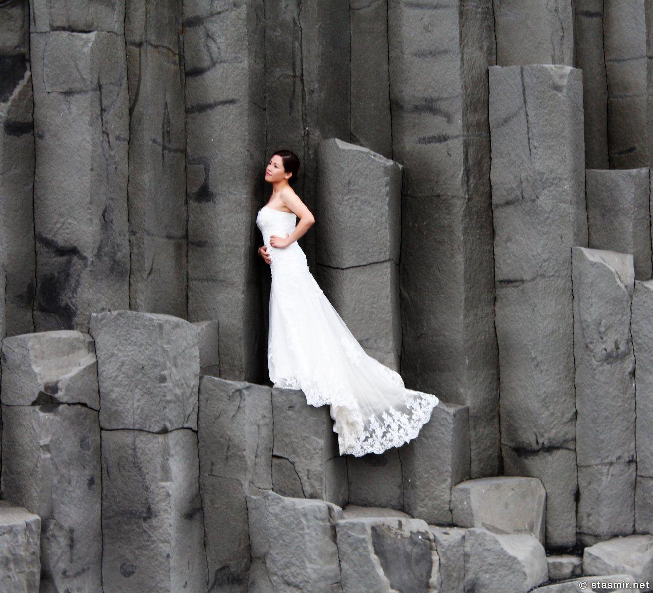 китайская невеста на базальтовых колоннах, черный пляж Рейнисфйаура, Исландия, фото Стасмир, photo Stasmir