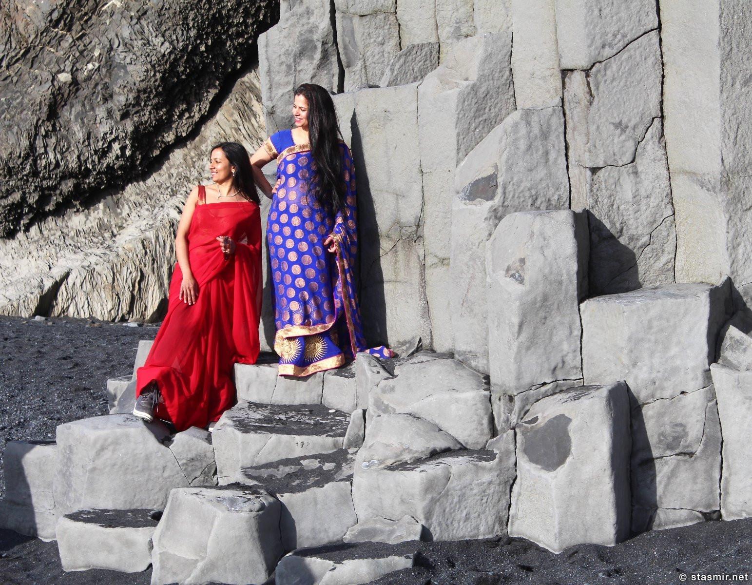 индийские дамы на базальтовых колоннах Рейнисфйаура, фото Стасмир, photo Stasmir