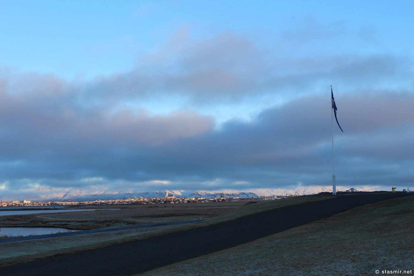 Вид из Бессастадир, Bessastaðir - официальной резиденции исландских президентов, фото Стасмир, photo Stasmir