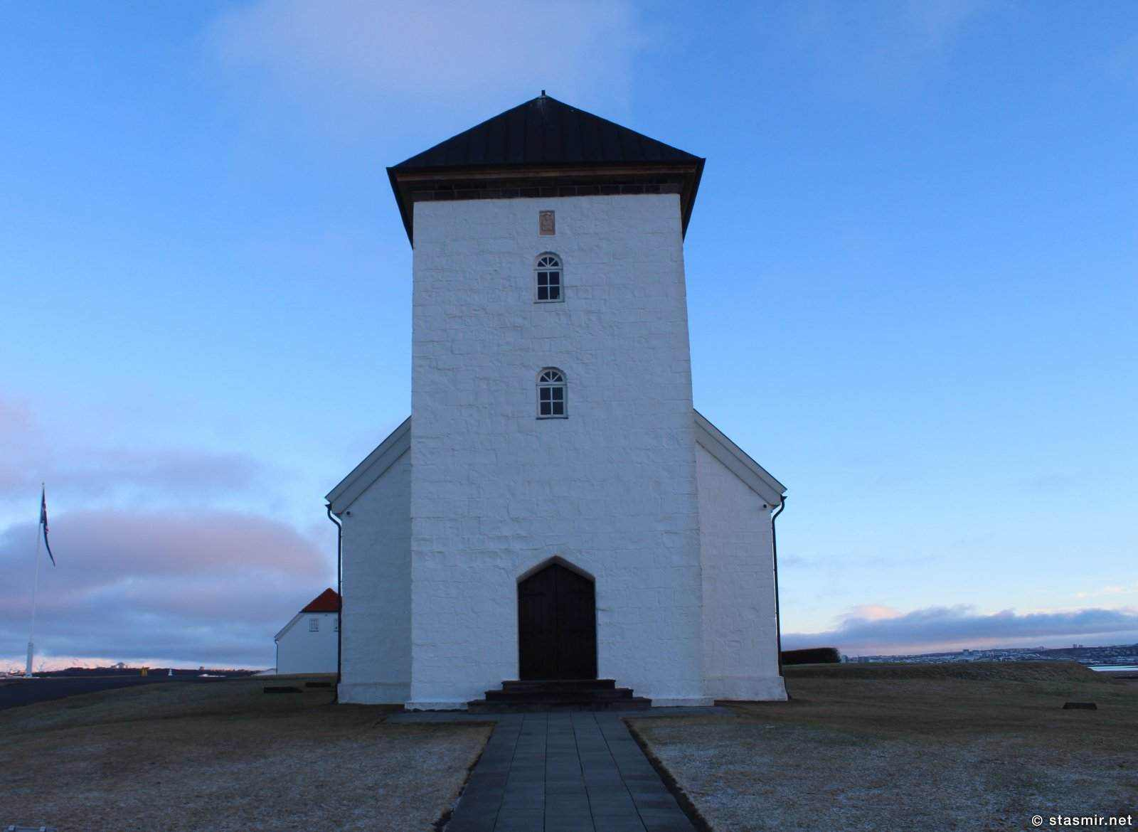 Каменная церковь в Бессастадир - официальной резиденции президентов Исландии, фото Стасмир, Photo Stasmir, Bessastaðir church