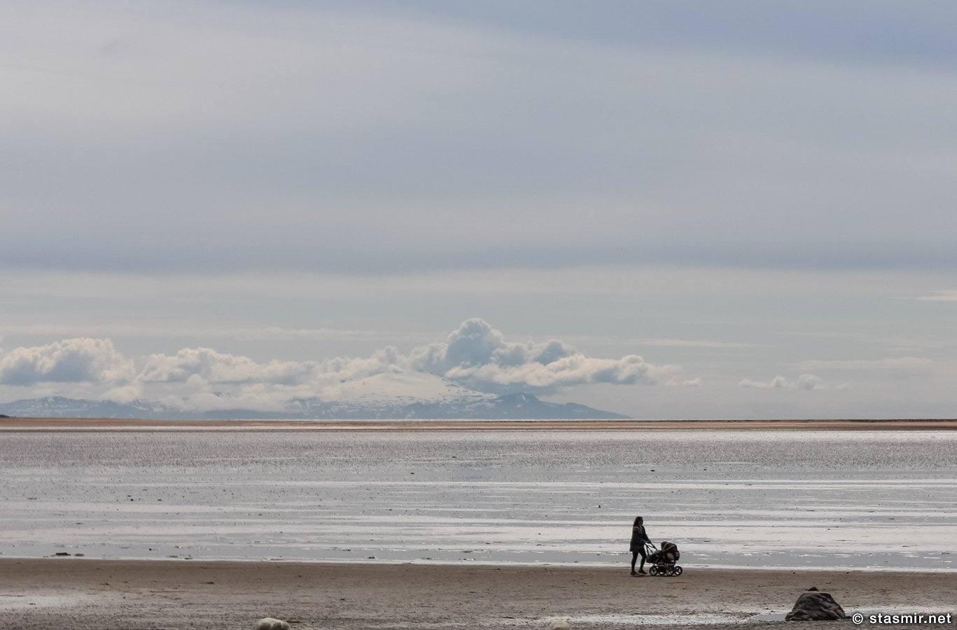 дама с коляской в Западных Фьордах Исландии, Вестфирдир, Vestfirðir, West Fjords, PATREKFJORDUR, фото Станислав Смирнов, фото Стасмир, photo Stasmir, photo Stanislav Smirnov,