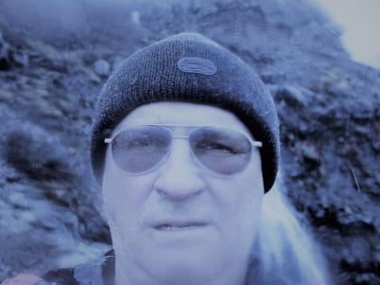 сам Стасмир на дороге на водопад Глимур в Китовом фьорде в Исландии, Глимюр, фото Стасмир, photo Stasmir