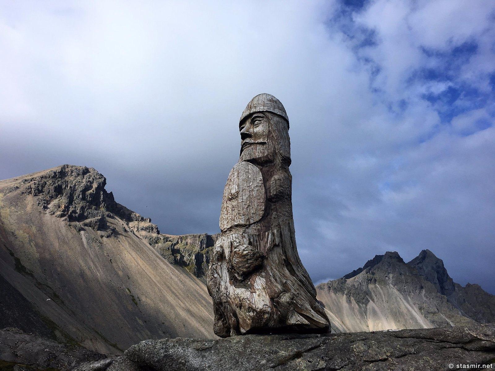 идол в деревне викингов в Исландии на площадке съемки голливудского фильма, фото Стасмир, photo Stasmir