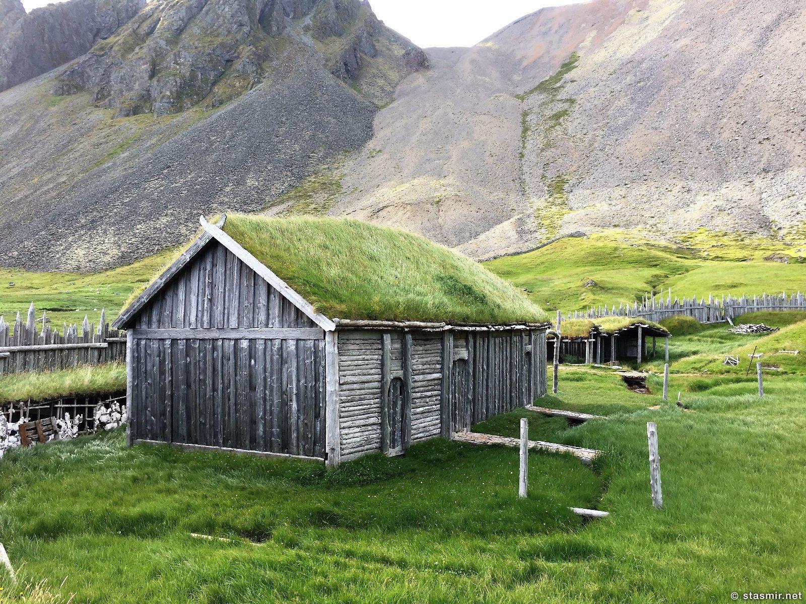 дероевня викингов в Исландии, viking village in Iceland, декорации деревни викингов для съемок голлвудского фильма в Исландии, фото Стасмир, photo Stasmir