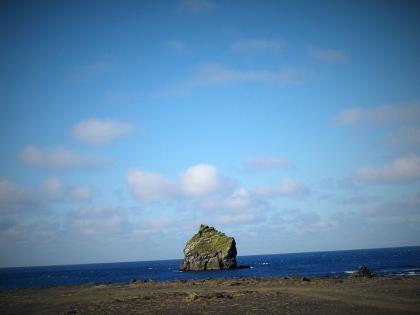 Вид на остров Эльдэй в 15 километрах от Рейкьянесвити, маяка на полуострове Рейкьянес, место гнездовия бескрылой гагарки и других птиц, Photo Stasmir, Фото Стасмир