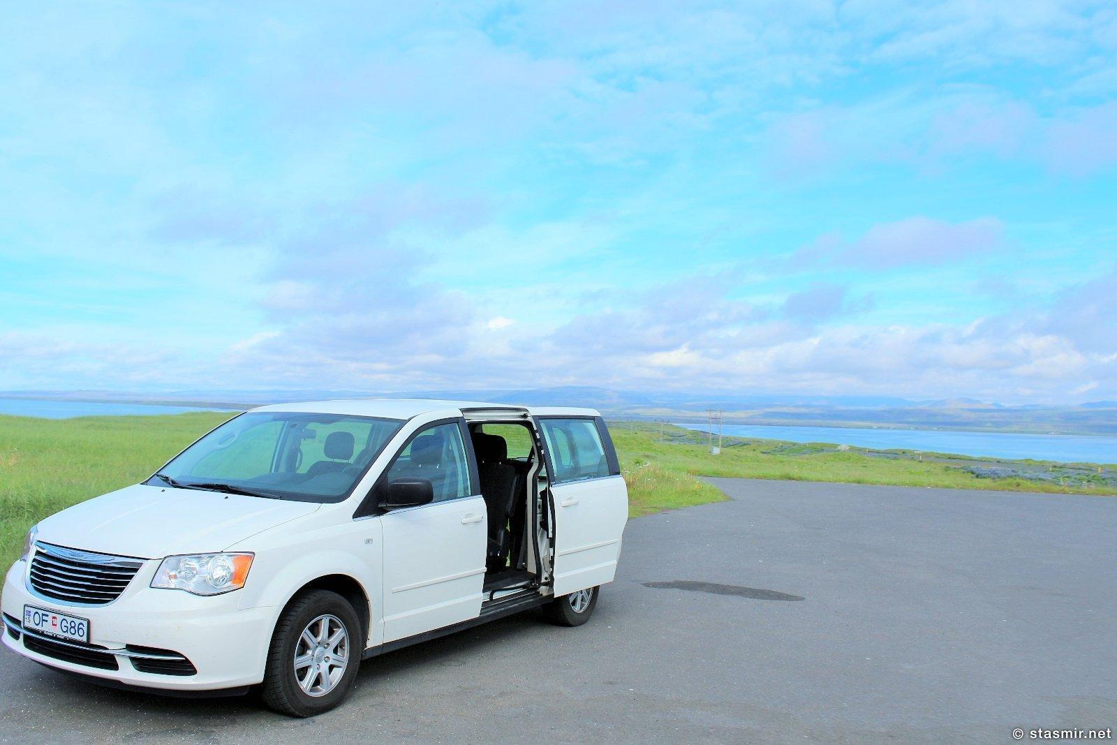 Chrysler Town and Country Minivan у ресторана Hafið Bláa, Eyrarbakkavegur, Исландия,Маршрут Южный Берег, фото Стасмир, Photo Stasmir