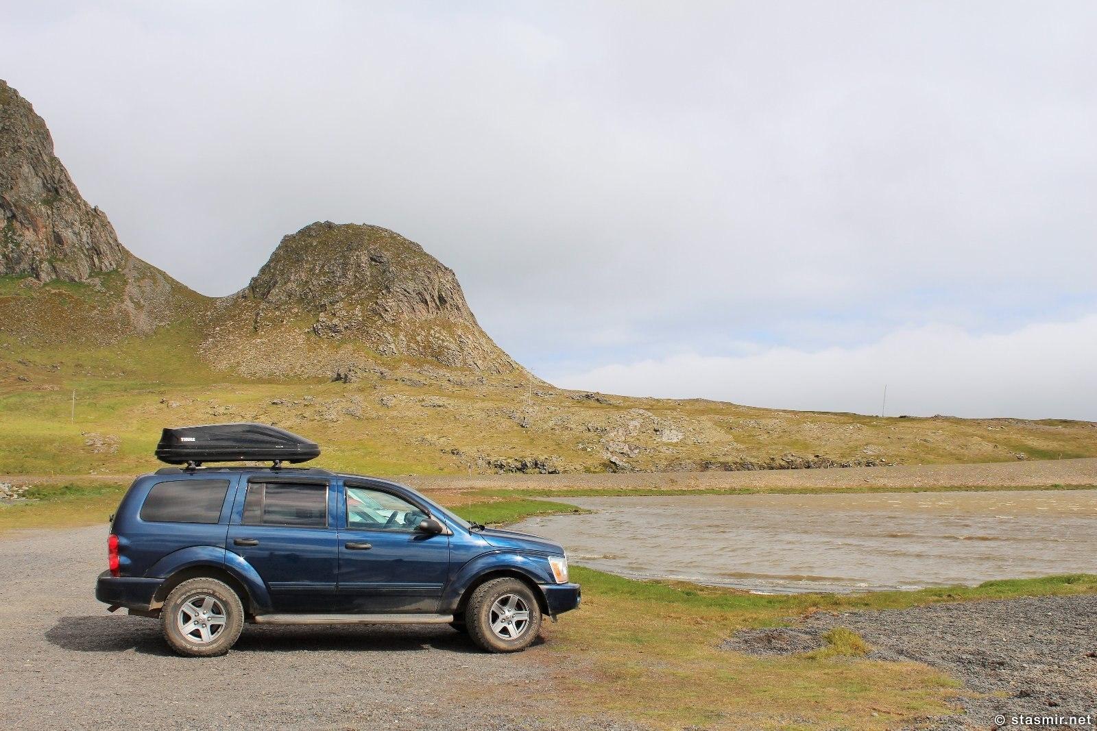 Джип Dodge Durango SU-716 где-то в Восточных Фьордах с горами-верблюдами, фото Стасмир, Photo Stasmir