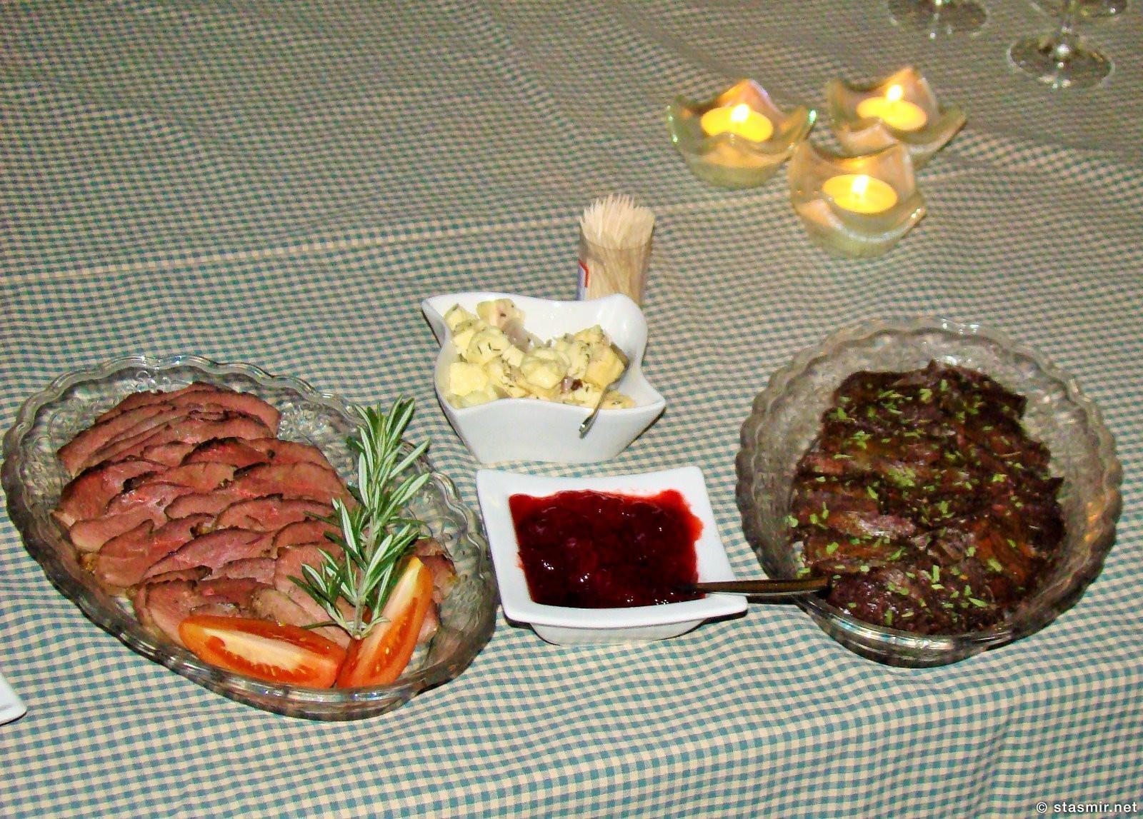 Флаткаки, нарезка из хангикьота и прочих исландских лакомств на праздничном столе на фере, фото Стасмир, Photo Stasmir