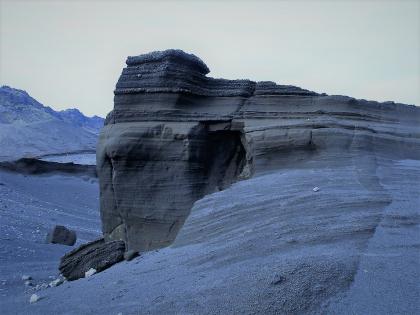 странные разъеденные ветром формации на  берегах безлюдного острова Клейварватн, фото Стасмир, photo Stasmir