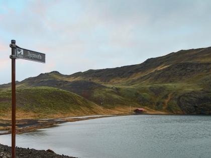 Djúpavatn - озеро, к которому ведет Vigdísarvallavegur на полусострове Рейкьянес, фото Стасмир, photo Stasmir