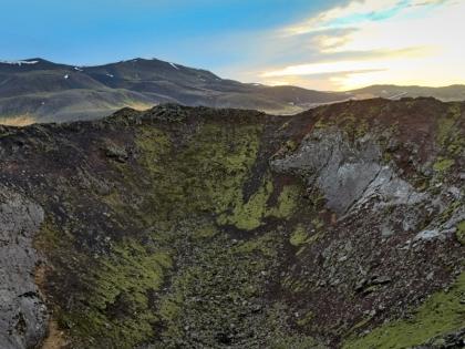 компактный вулкан недалеко от Bláfjöll - Голубых гор - лыжного курорта недалеко от Рейкьявика, фото Стасмир, photo Stasmir