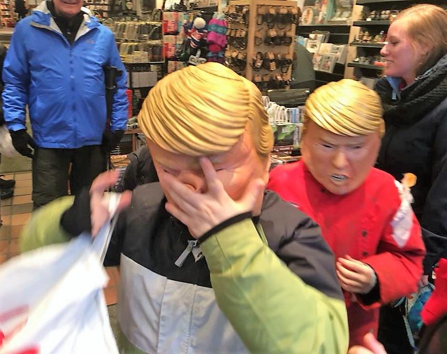 Исландские дети колядуют в костюме Трампа, фото Стасмир, Photo Stasmir, Пепельная среда