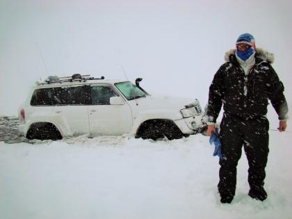 под лед провалился Ниссан Патруль - по дороге на Ландманналаугар,  Landmannalaugar, Ландманналёйгар, Лундаманналаугар, джип-сафари, Исландия, фото Стасмир, photo Stasmir,
