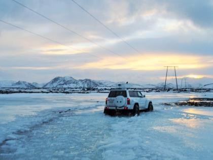 Ниссан Птароль идет на Ландманналёйгар зимой, Landmannalaugar, Ландманналёйгар, Лундаманналаугар, джип-сафари, Исландия, фото Стасмир, photo Stasmir,