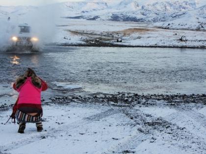 Ниссан Патруль форсирует речку по пути на Ландманналаугар, фото Стасмир, Photo Stasmir