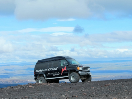 фургон у подножья Геклы, Хекла, Landmannalaugar, Ландманналёйгар, Лундаманналаугар, джип-сафари, Исландия, фото Стасмир, photo Stasmir, Форд Е350