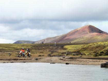 Landmannalaugar, Ландманналёйгар, Лундаманналаугар, джип-сафари, Исландия, фото Стасмир, photo Stasmir, переправа горных рек в Исландии на кроссовых мотоциклах